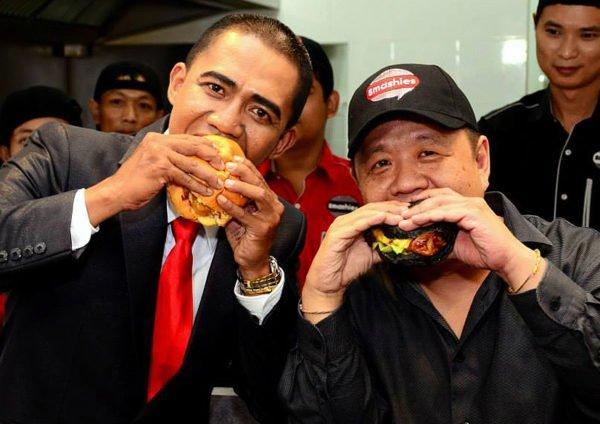 "President ""Barrack Obama"" Takes First Bite at Smashies Burger Launches In Setapak"