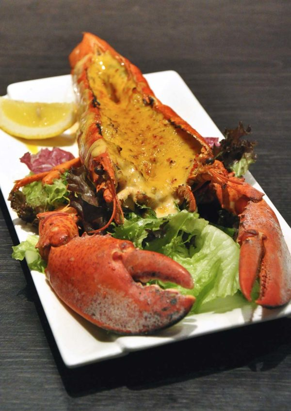 Canadian lobster crazy deal the manhattan fish market for Phil s fish market eatery