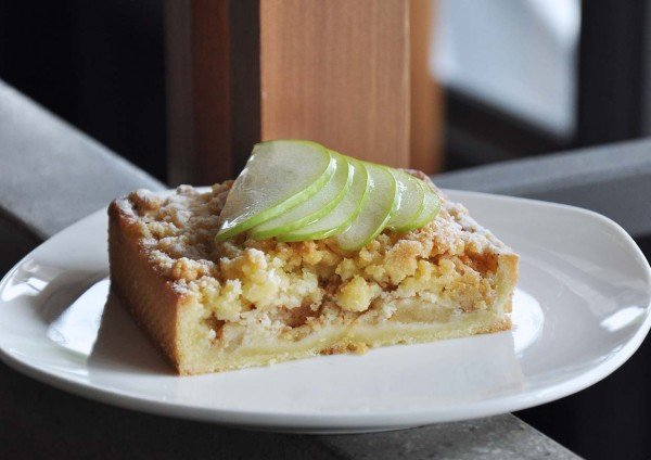 le pont boulangerie sweet sensations coffee and dessert apple crumble tart