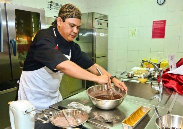 california raisins raya fiesta bloggers baking challenge berjaya universiti college of hospitality chef anuar draman