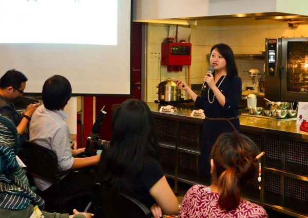 california raisins raya fiesta bloggers baking challenge berjaya universiti college of hospitality tan yen sing