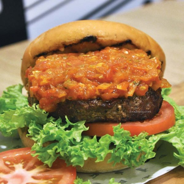 the gastronomic adventure ny steak shack spicy salsa lamb burger