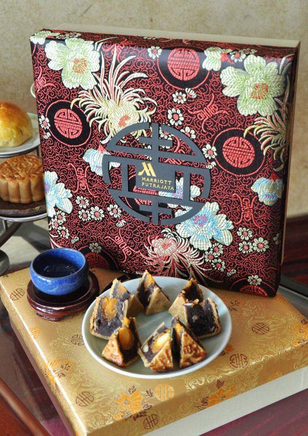 mid autumn festival summer palace putrajaya marriott hotel mooncake box