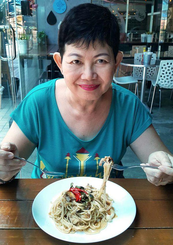 big hug burger subang jaya kindmeal meat-free dining tom yum pasta