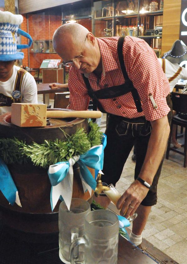 oktoberfest brotzeit german bier bar restaurant beer pouring