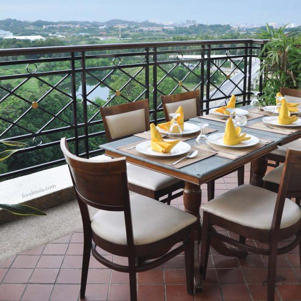 aroi dee thai restaurant palm garden hotel ioi resort city balcony