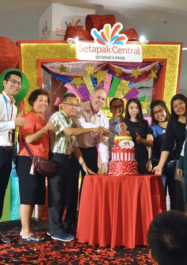 setapak central 1 fabulous celebration first anniversary cake cutting
