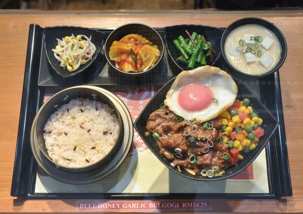 dubuyo korean halal restaurant set serving