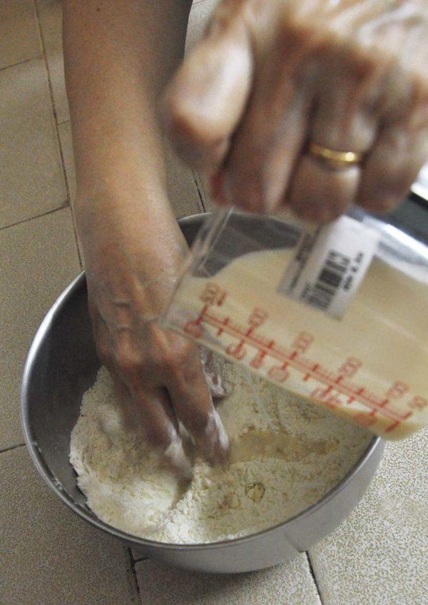 pokka cookies and cream flavoured milk scone recipe mixing