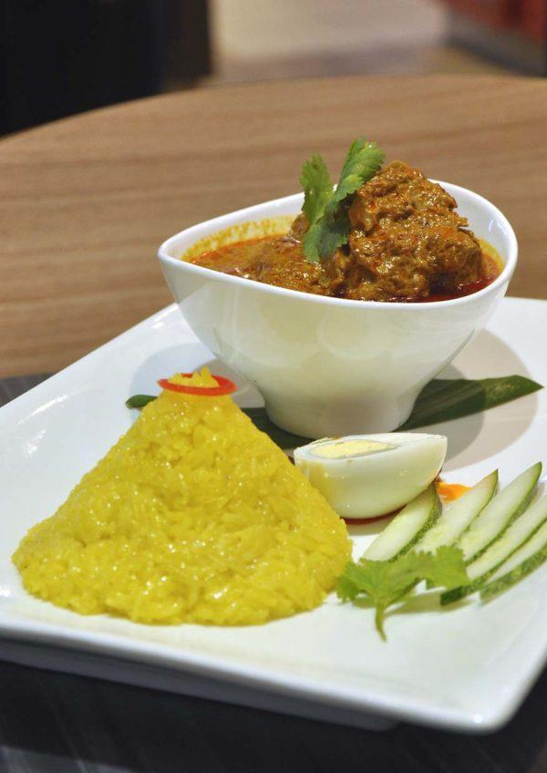 sepiring restaurant malaysian cuisine mid valley kuala lumpur nasi kunyit
