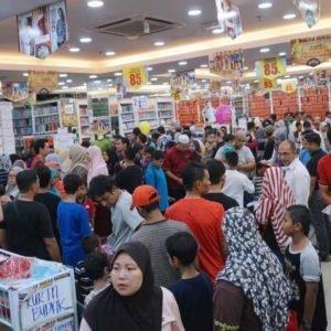 wisma jakel shah alam baju raya collection crowd