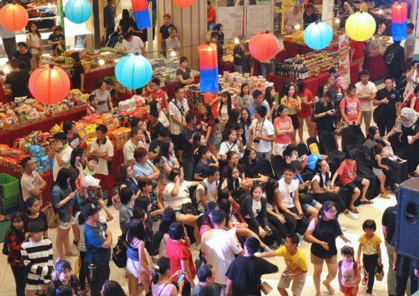 k-street carnival klang parade jalan meru crowd