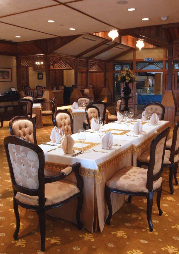 bunga emas fine dining malay restaurant royale chulan kl interior
