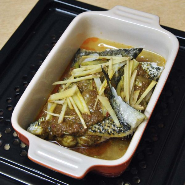 Fast easy nyonya steamed fish with panasonic cubie oven for Steam fish in oven