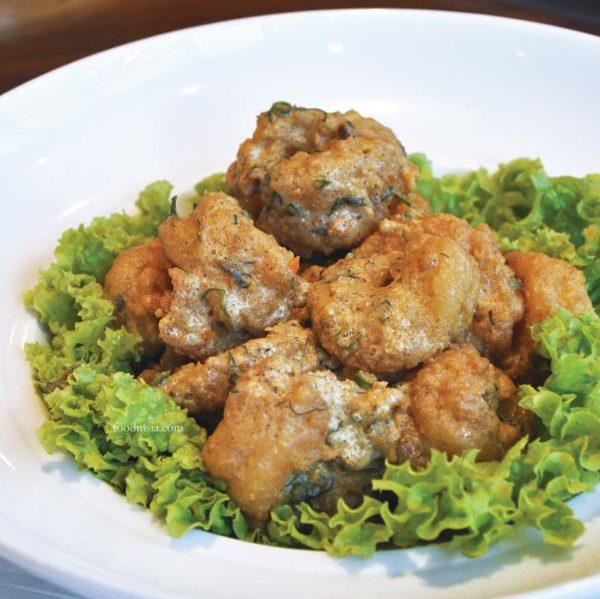 weekday fantastic feast dynasty restaurant renaissance kuala lumpur hotel prawns salted egg yolk