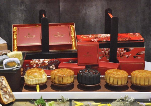 mid-autumn festival dynasty restaurant mooncake box