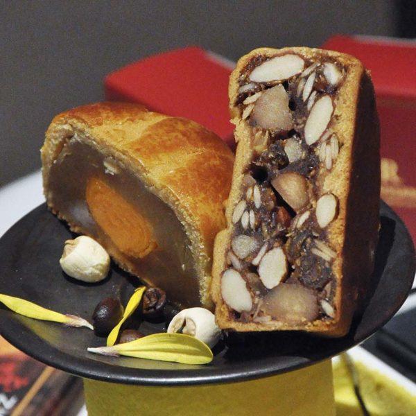 mid-autumn festival dynasty restaurant shanghai lotus paste mooncake