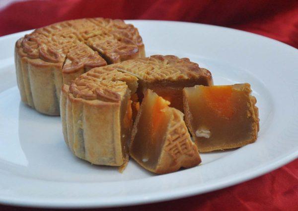 mooncake mid autumn festival dorsett grand subang low sugar white lotus paste