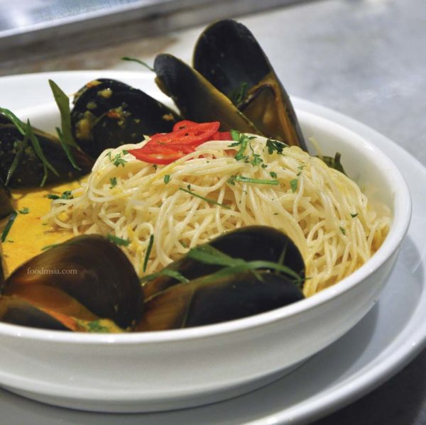 southern rock seafood bangsar entertainer app malaysia angel hair mussel laksa