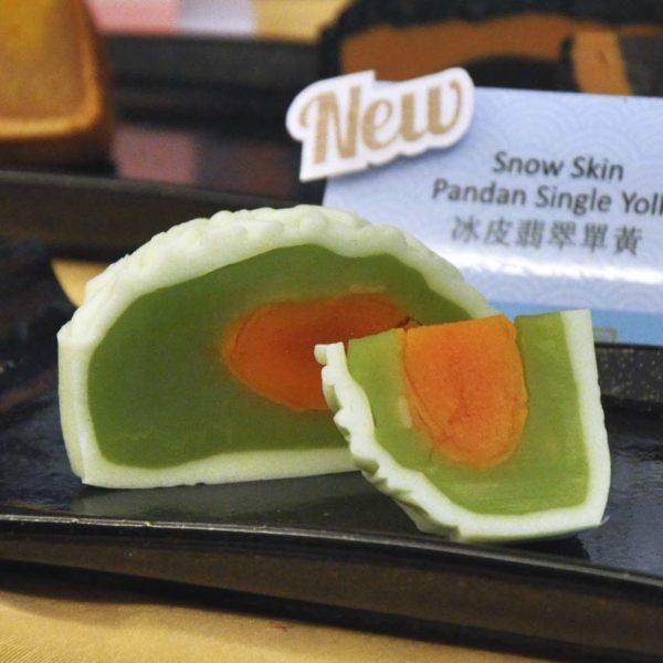 tai thong malaysia mid-autumn festival snow skin pandan single yolk mooncake