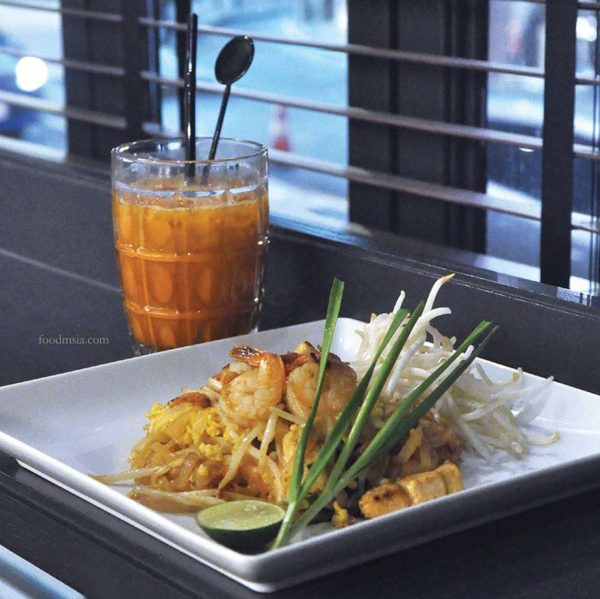 greyhound cafe ansa weekday delight set lunch phad thai