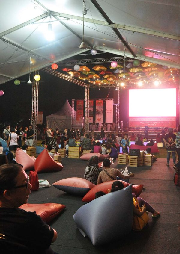 hypptv mid-autumn tanglung movie fest outdoor screening padang setia city mall crowd