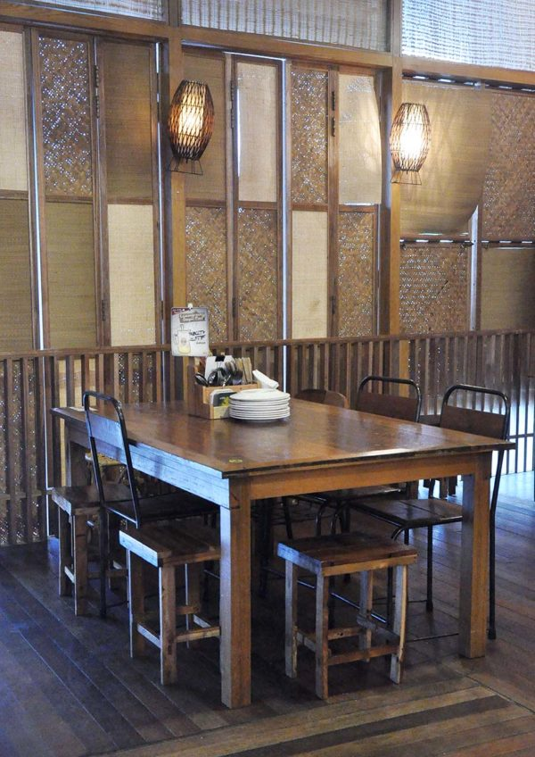naughty nuri's balinese food atria shopping gallery outlet
