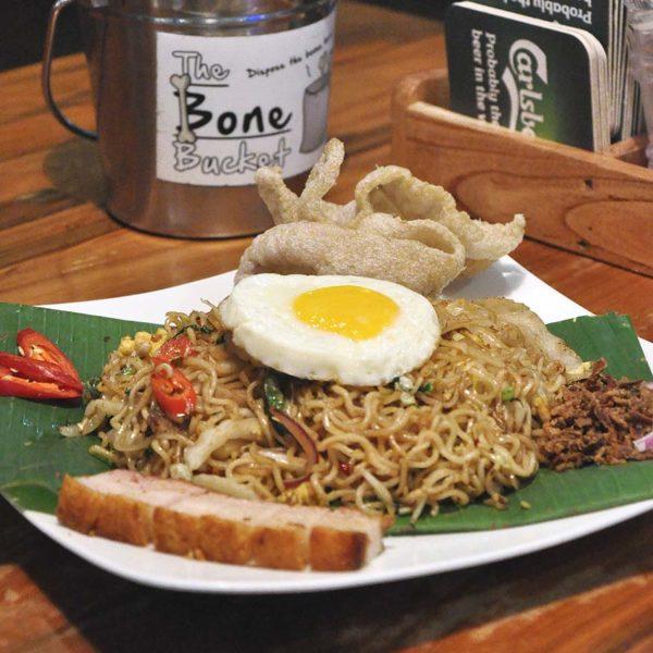 naughty nuri's balinese food half price lunch promo indonesian mee goreng