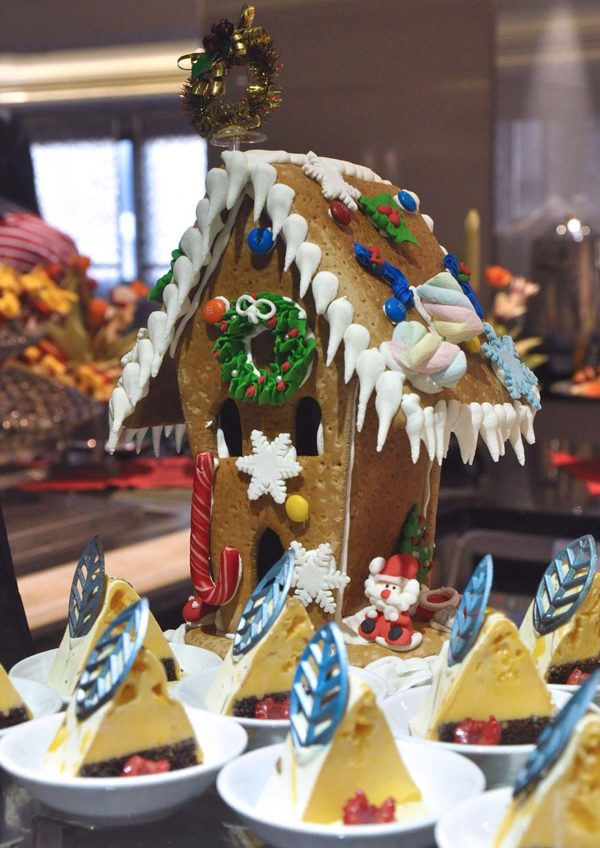 coffee house sunway putra kuala lumpur christmas new year buffet ginger bread house