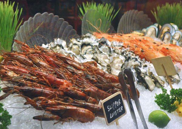 temptations renaissance kuala lumpur hotel christmas fresh seafood