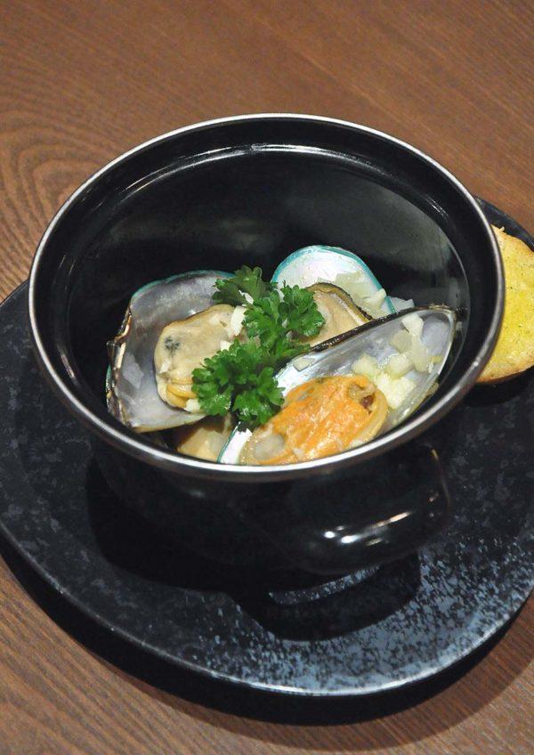 mandala cafe bar publika kuala lumpur green mussels