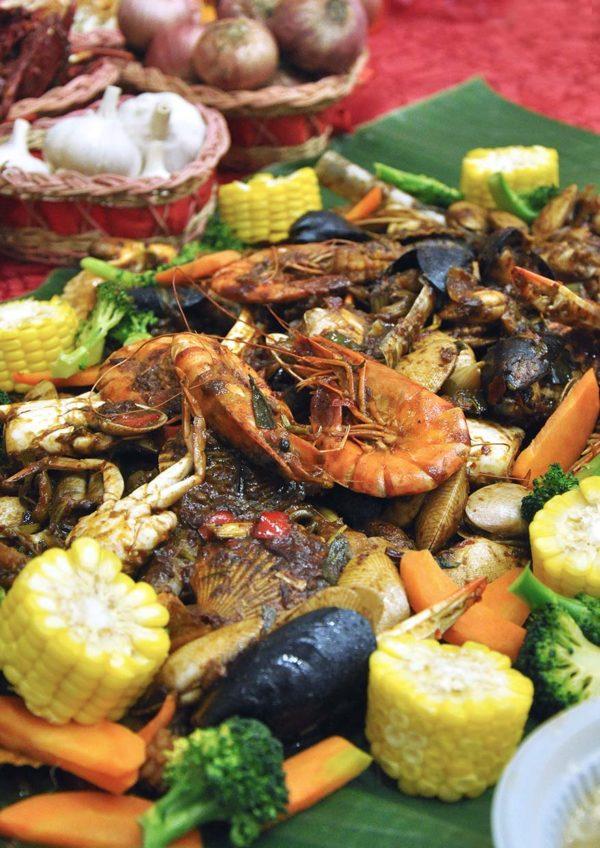 comot-comot seafood home delivery seafood feast jumbo set