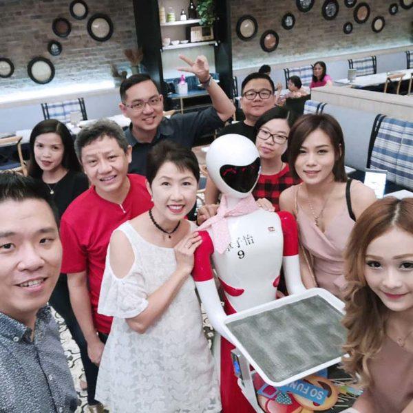 nam heong restaurant robot i-waitress diners