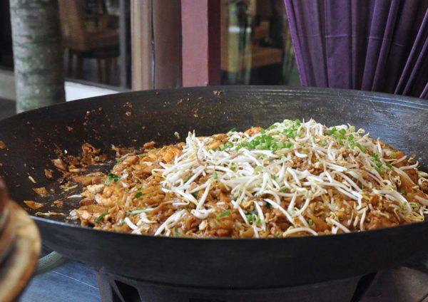 dorsett grand subang ramadan buffet noodles