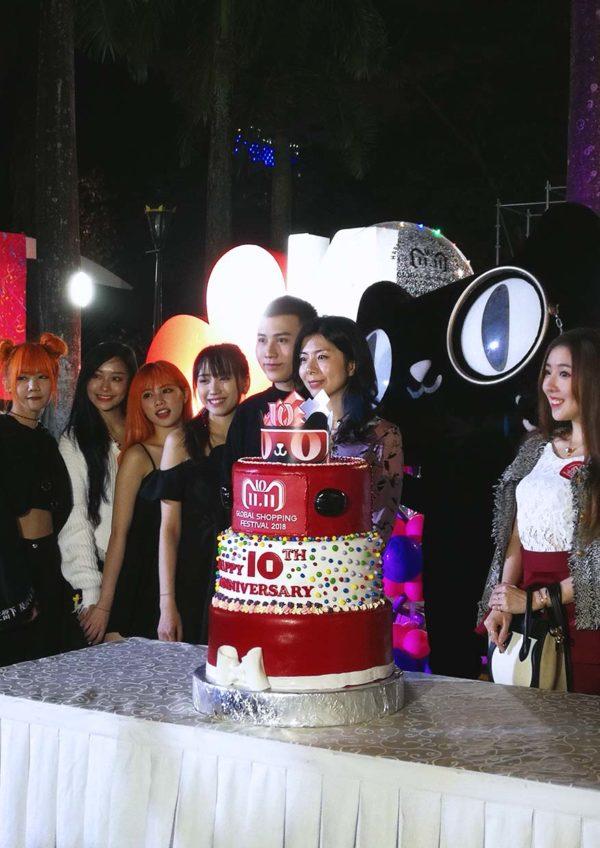 1111 global shopping festival alibaba group tmall kuala lumpur tower cut cake
