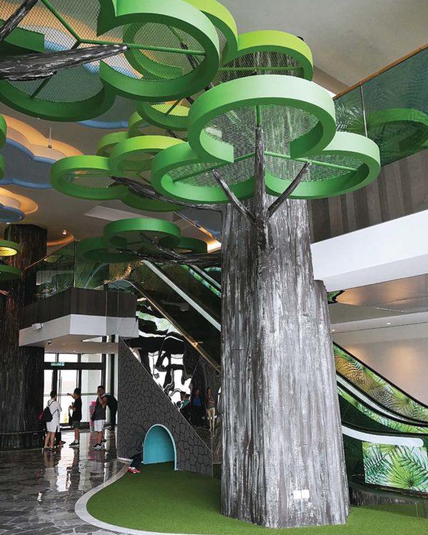 theme park hotel resorts world genting green lobby