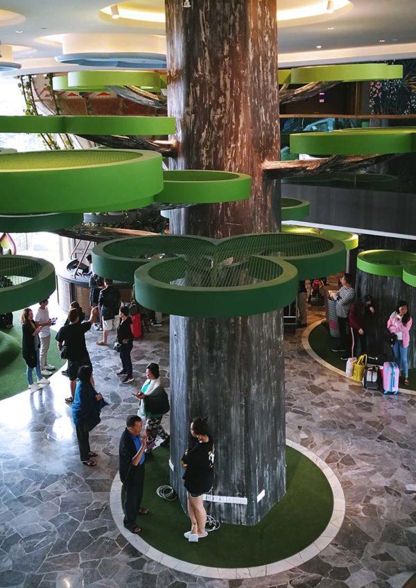theme park hotel resorts world genting tree lobby