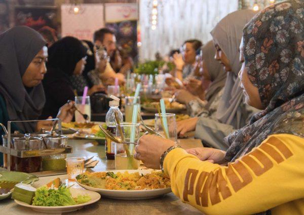 eat thai visit thailand campaign mr tuk tuk guests