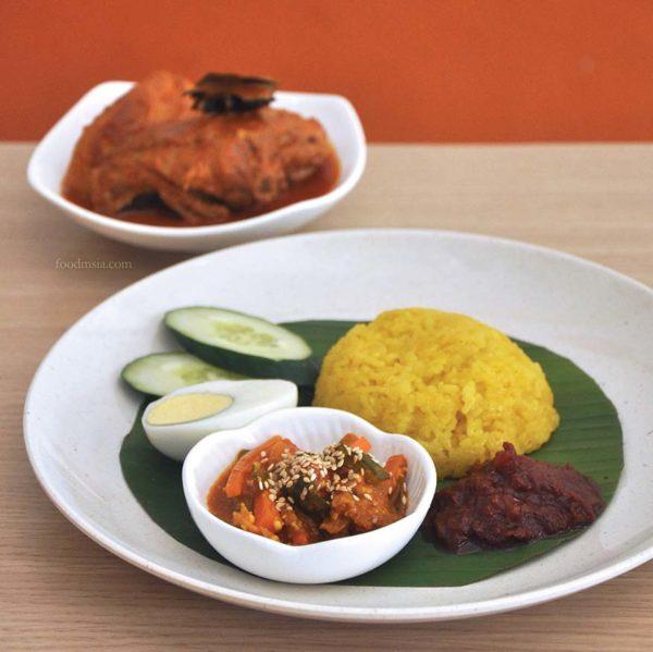 riz coconut nyonya restaurant kuchai lama kuala lumpur nasi kunyit