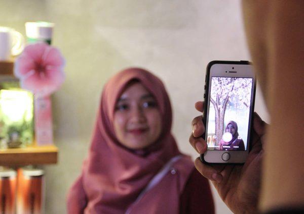 starbucks malaysia ar camera sakura tree