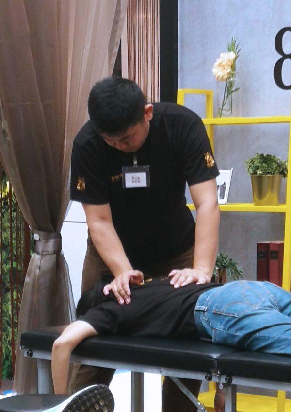 osim ulove 2 four hands massage chair masseuse competition