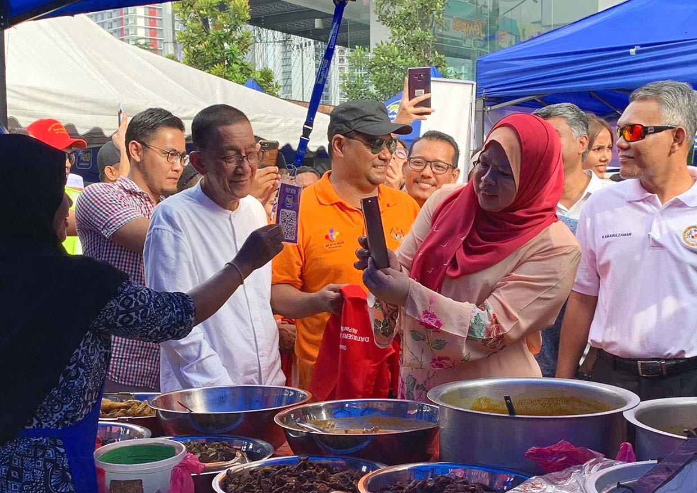 'Kashless' Kampong Bharu Ramadan Bazaar With Touch 'n Go eWallet