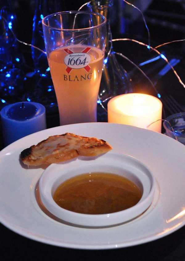 kronenbourg 1664 blanc dinner in blue chateau de caffeinees onion soup