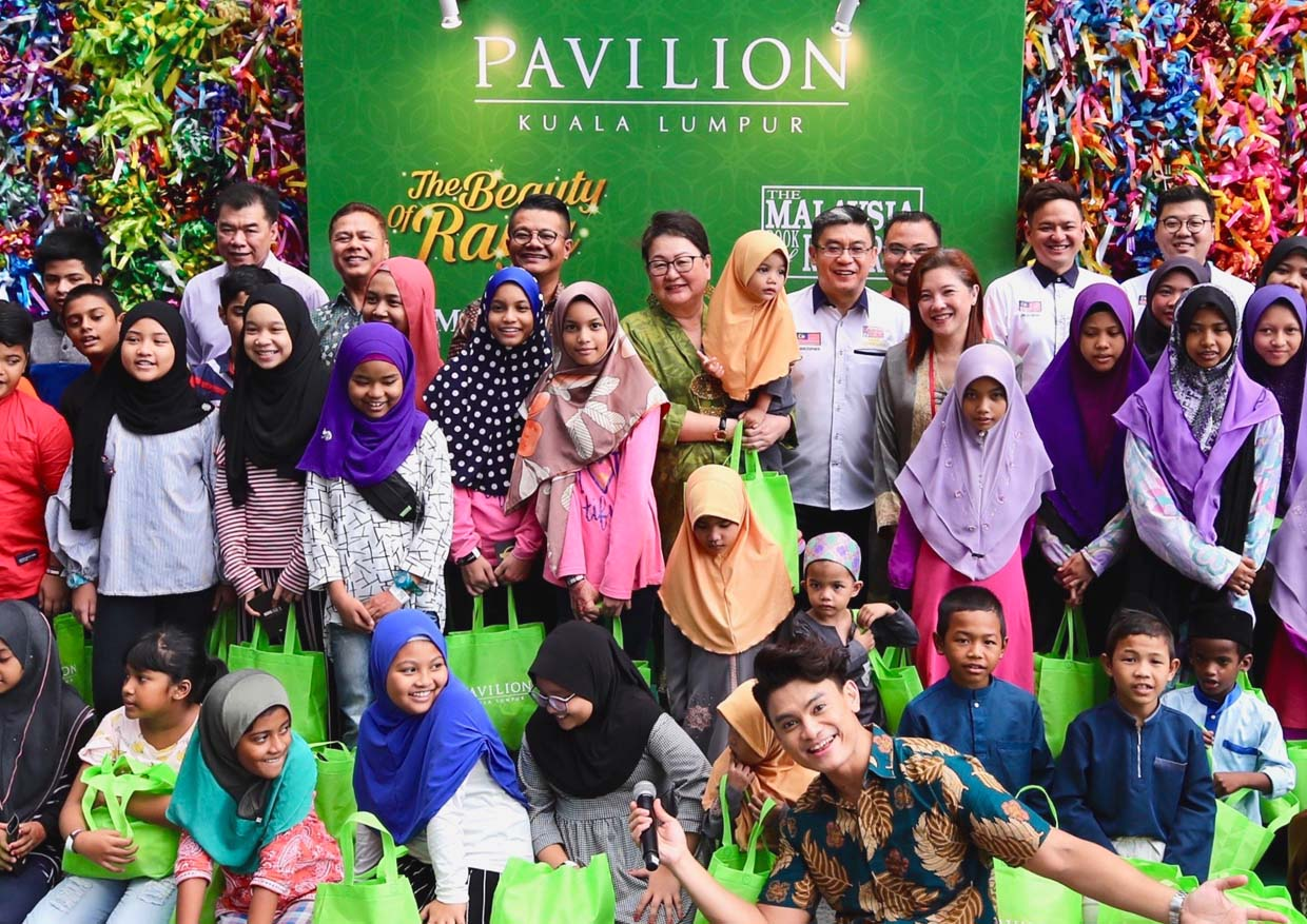 Most Number Of Ketupats Woven For Charity @ Pavilion Kuala Lumpur