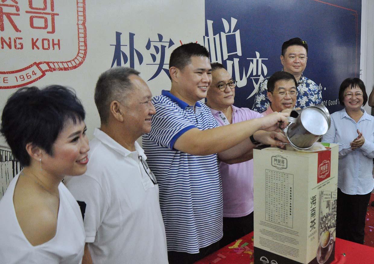 Ah Weng Koh Hainan Tea – A Must Buy Souvenir of Kuala Lumpur