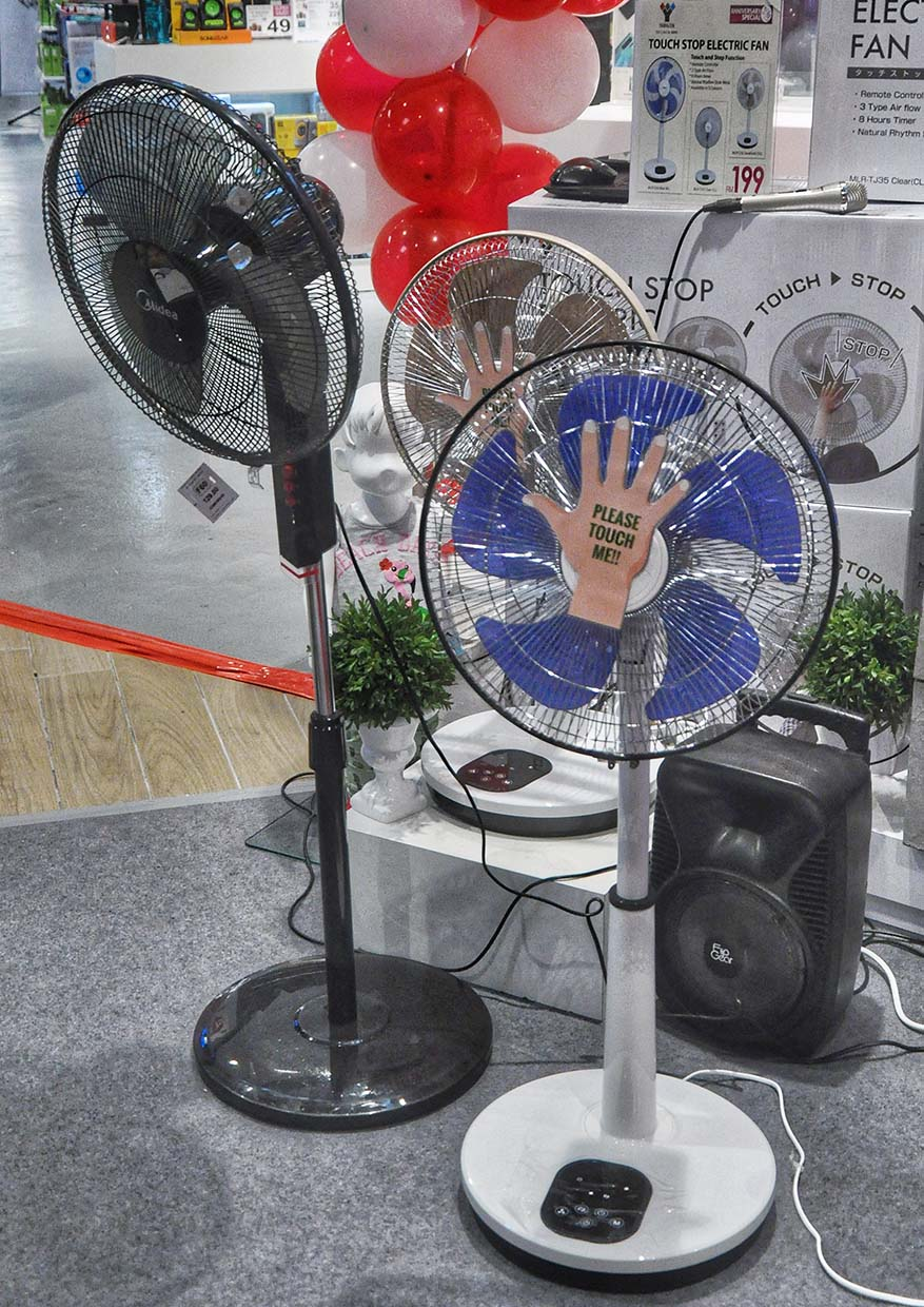 Smart & Safe Yamazen Touch Stop Electric Fan @ AEON