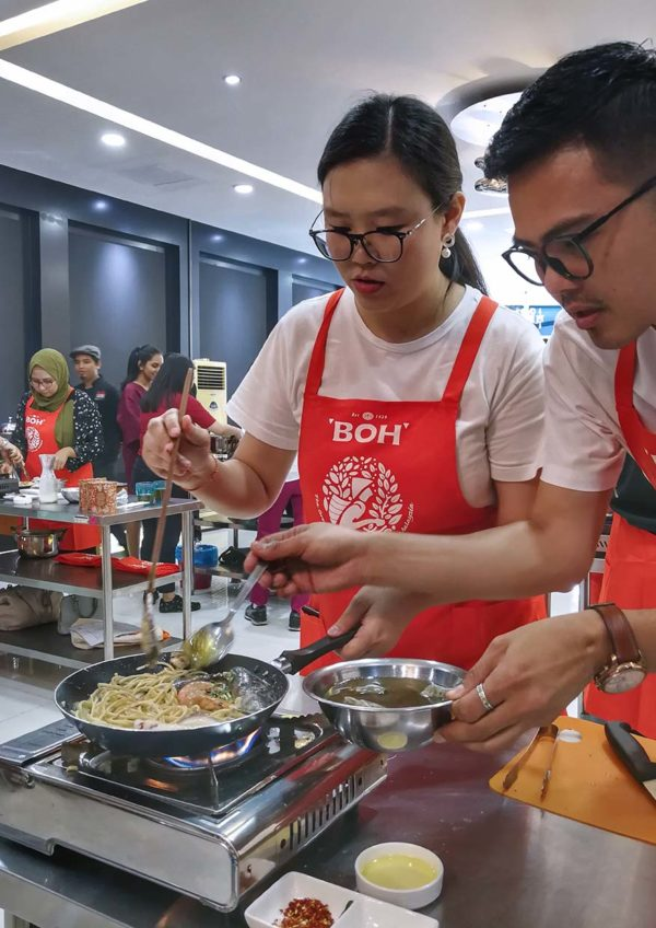 dato fazley yaakob cooking session at sukasucre with boh tea cook off