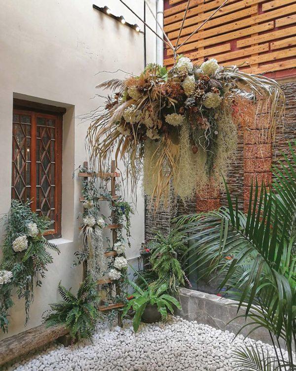 luckin kopi kuala lumpur flower deco interior