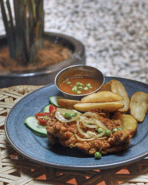 luckin kopi kuala lumpur hainanese chicken chop