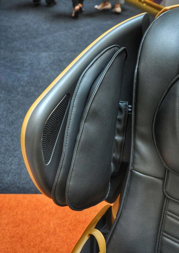 osim udivine v massage chair in-built speakers
